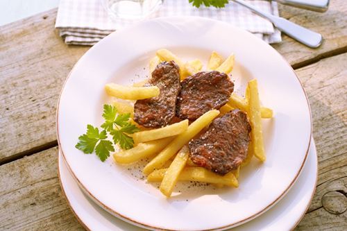 BBQ-Filet mit Pommes frites